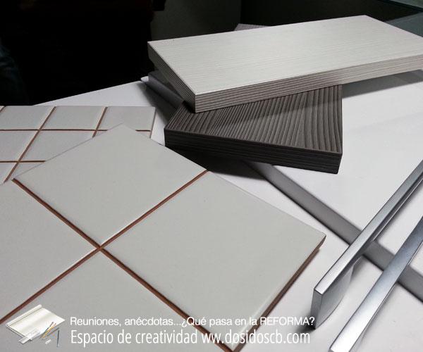 reunión elección muebles cocina azulejos y color