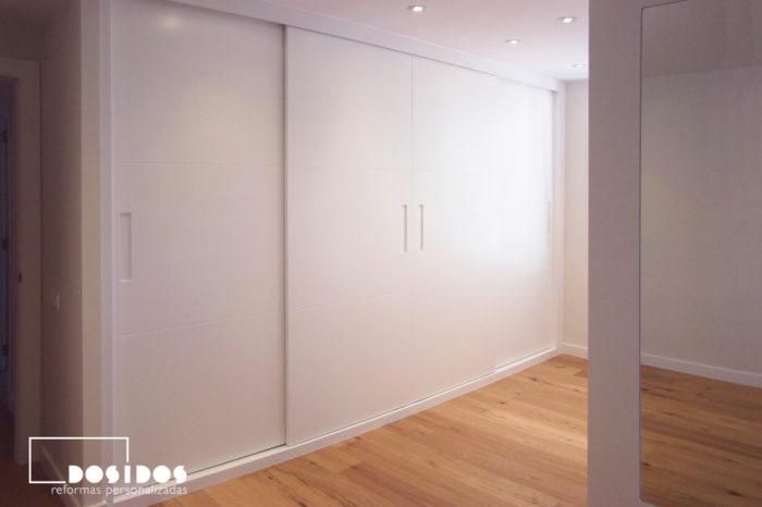 Armario lacado blanco corredero uñero vestidor con espejo decorativo