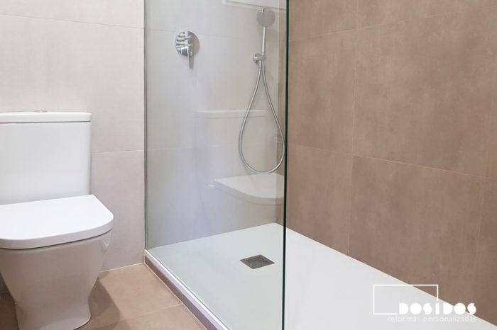 Ducha de baño con mampara fijo de cristal