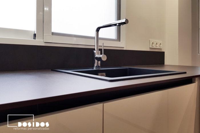Encimera Porcelánica Keranium dekton con grifo de ósmosis y fregadero negro