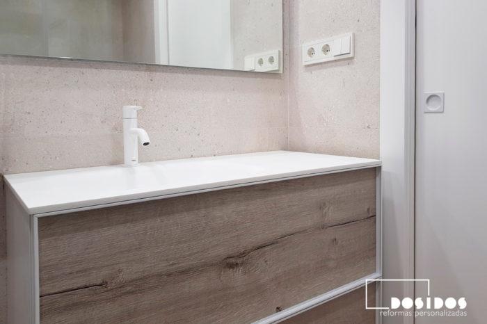 Bonito baño reforma Porcelanosa mueble madera blanco