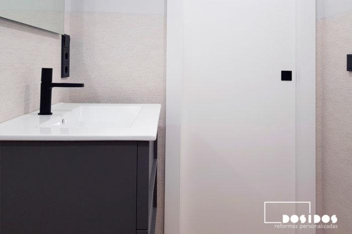 Reforma baño pequeño beige gris Porcelanosa