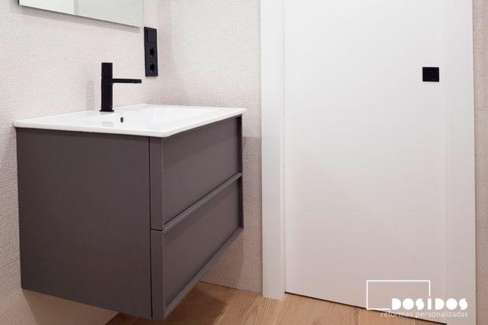 Reforma baño beige porcelanosa mueble gris