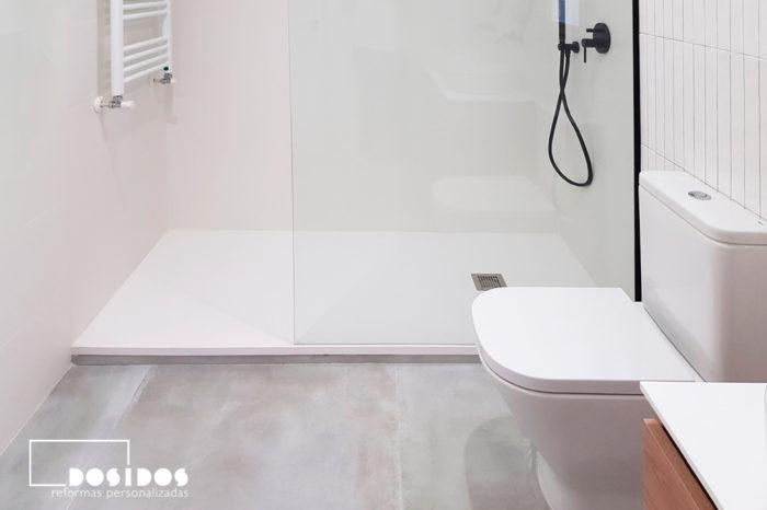 reforma integral baño blanco cemento ducha grande